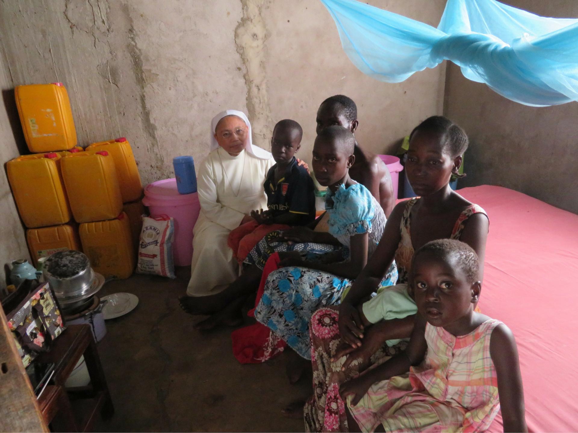 Zuster en familie in Tanzania