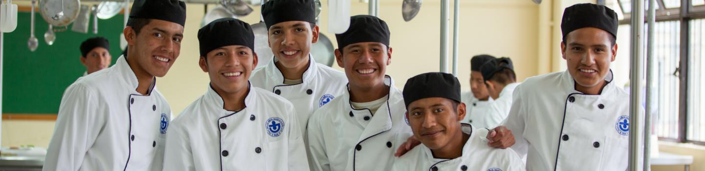 Jongens uit Werelddorp krijgen koksopleiding