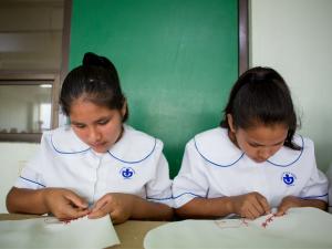 Meisjes in Mexico uniform