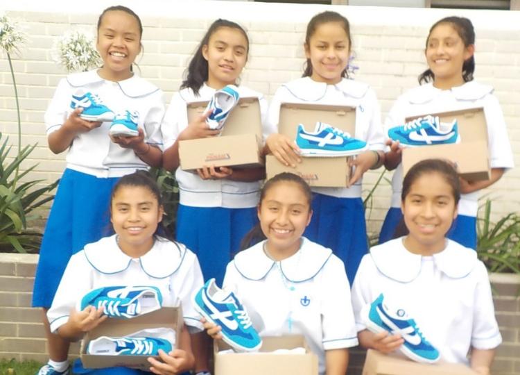 Meisjes met nieuwe schoenen